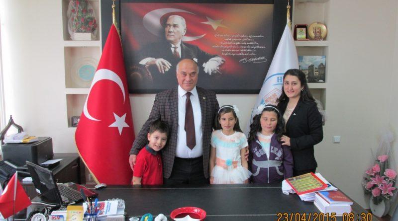 Belediye Başkanımız Makamını Çocuklarla Paylaştı